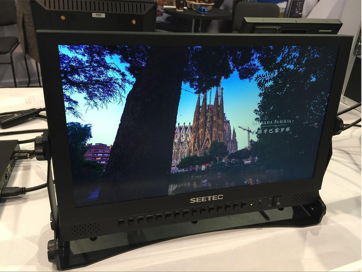 173 inch 4K monitor quad split