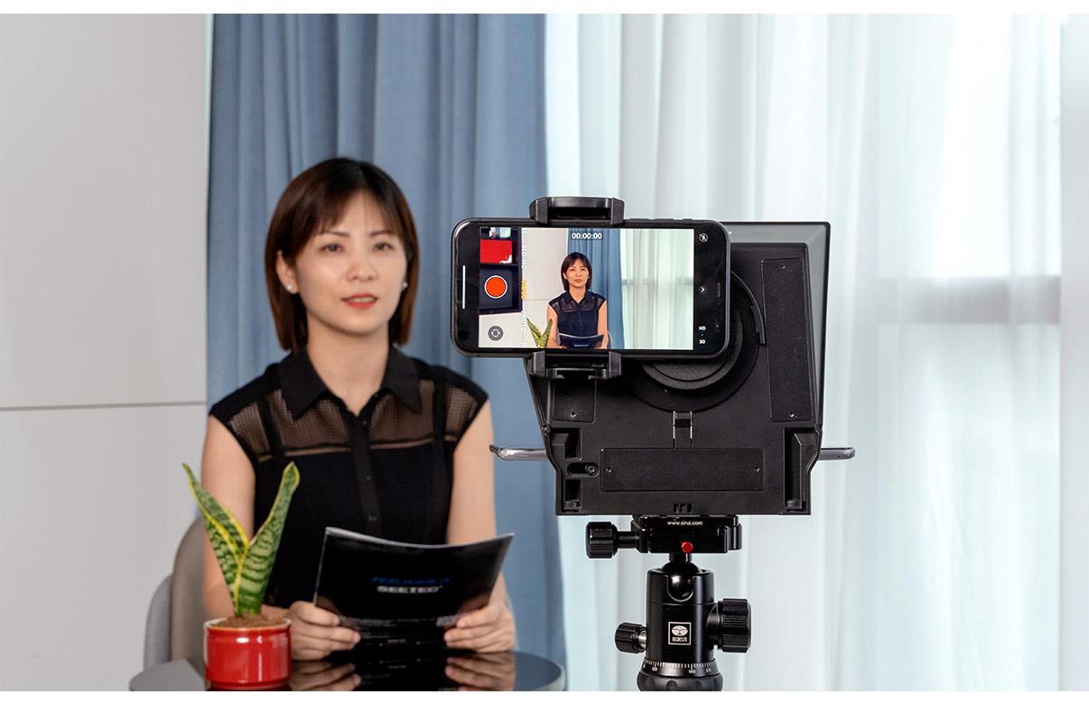 smartphone shooting telepromter